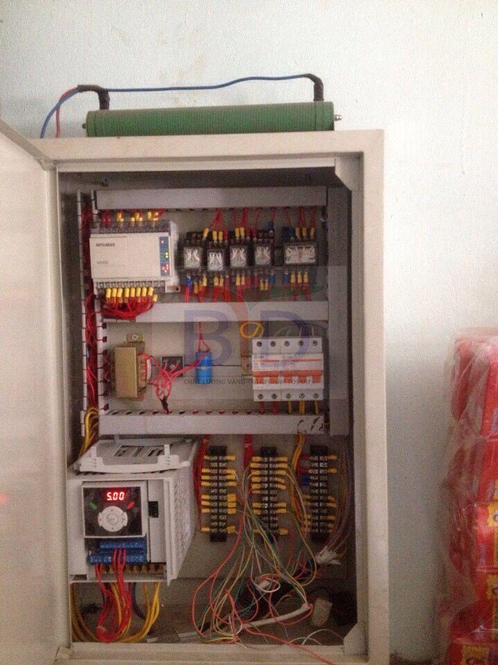 Lắp đặt tủ điện thang tời thực phẩm trường trung học Văn Quán