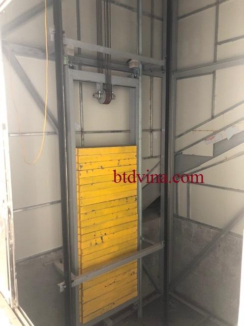 Lắp đặt  đối trọng thang tải hàng 2000kg