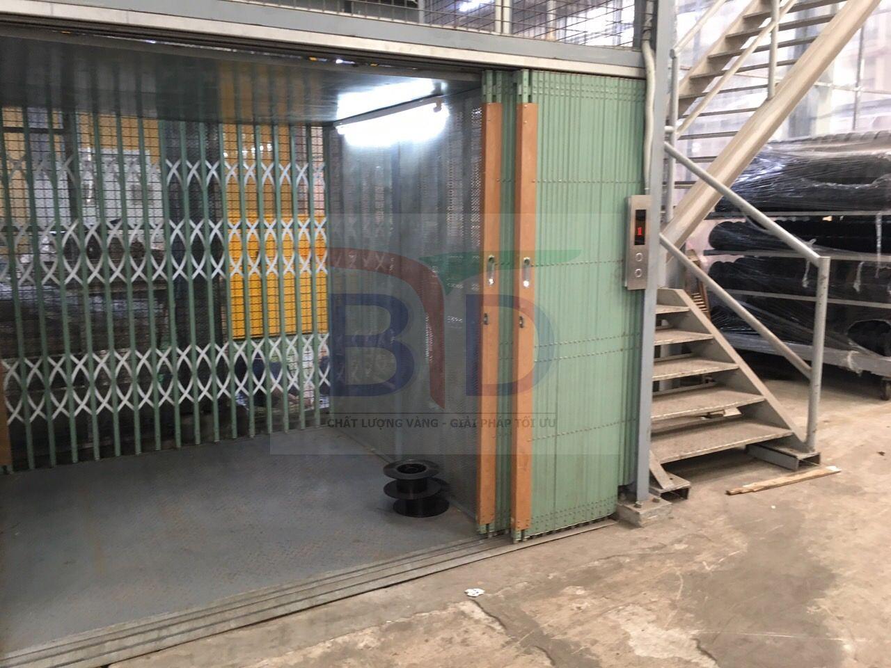 Lắp Cabin thang máy tải hàng 1000kg, 02 stops