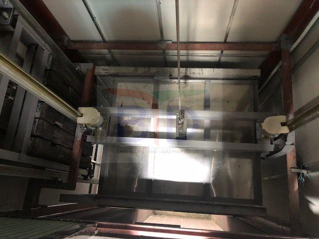 Lắp đặt hệ thống ray, cabin thang máy tải hàng 300kg tại tôn Hòa Phát