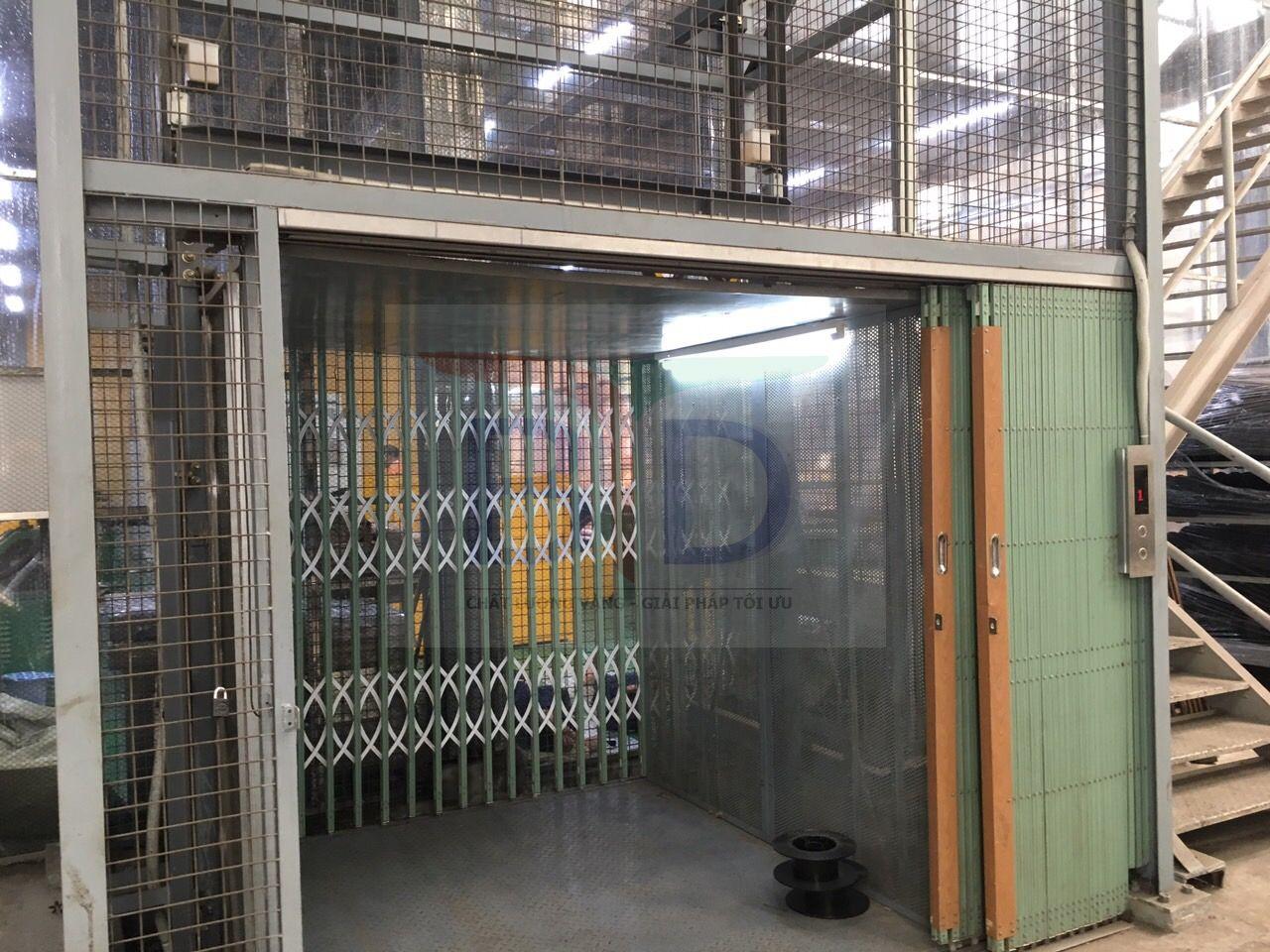Lắp Cửa tầng thang máy tải hàng 1000kg, 02 stops