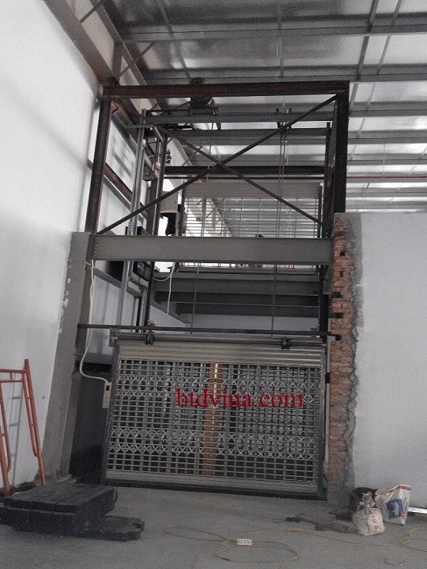 Thang máy tải hàng 2000 kg tại Hải Phòng