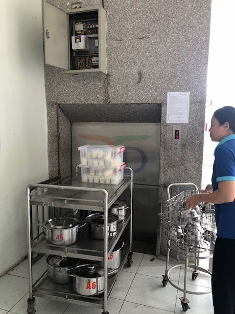 Lắp đặt thang tời thực phẩm trường mầm non Thành Công