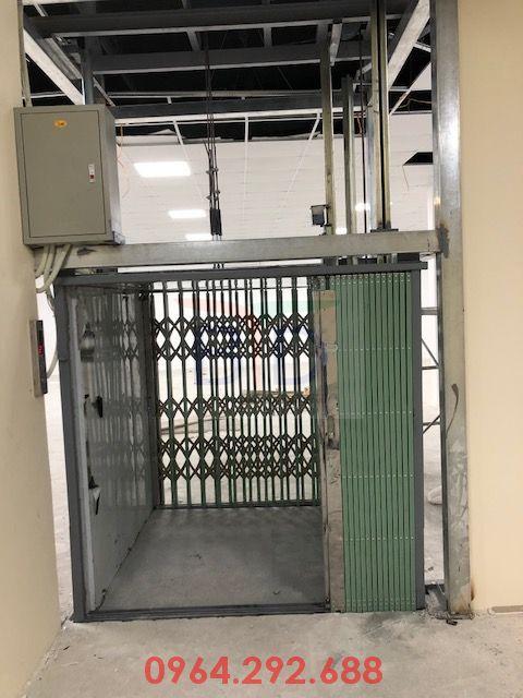 Lắp đặt thang máy tải hàng 300kg- 2 stops nhà máy Dược Generic