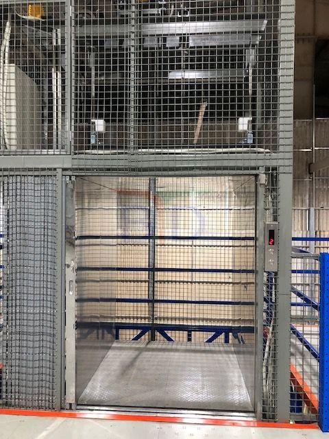 Lắp đặt thang máy tải hàng 500kg, 02 stops nhà máy dệt kim Đông Xuân